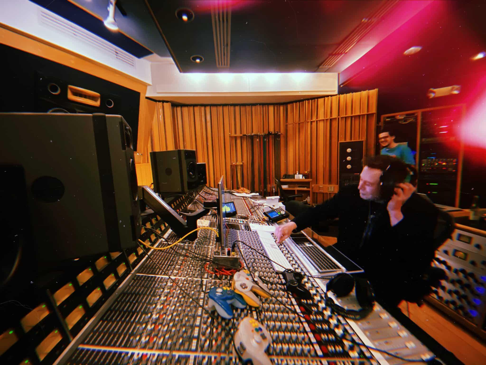 Илон Маск записывает свой первый музыкальный трэк фото