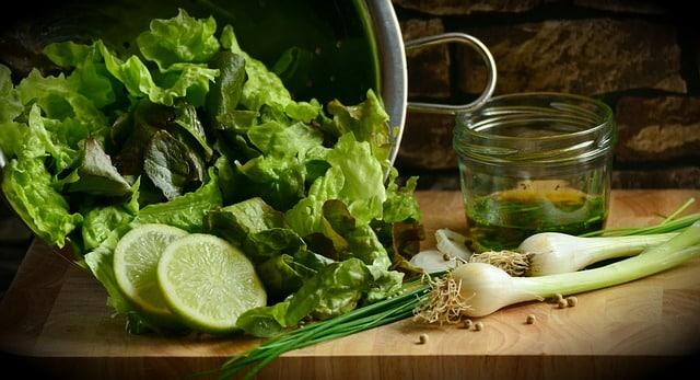 Листья салату зелень фото