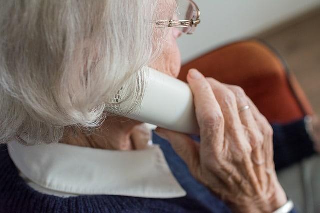 старость женщина картинка