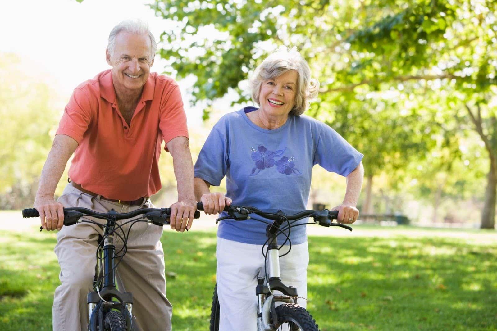 пожилая пара велоспорт фото