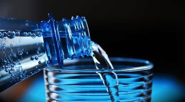 вода в бутылке фото