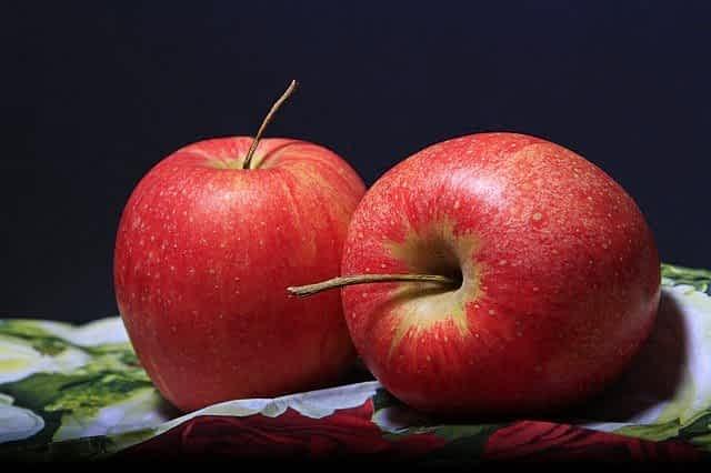 красные яблоки фото