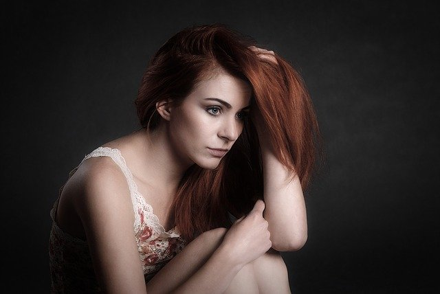 грустная женщина фото