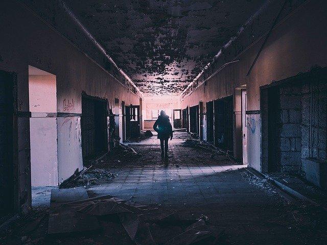hallway 1245845 640
