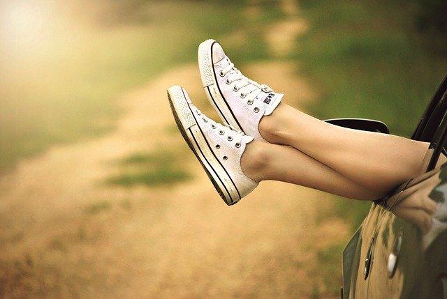 ноги в кедах фото