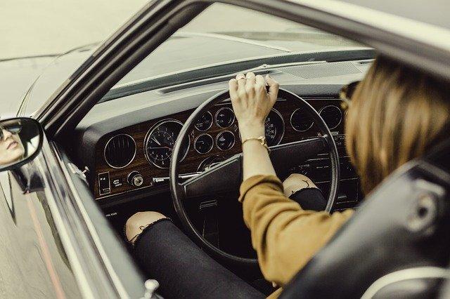 автомобиль за рулем фото