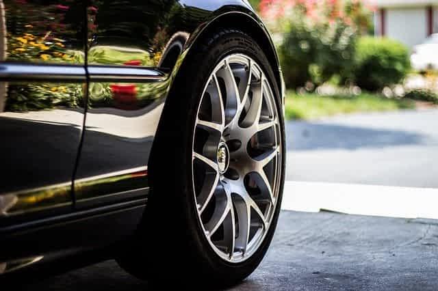 Автомобильная шина иллюстрация