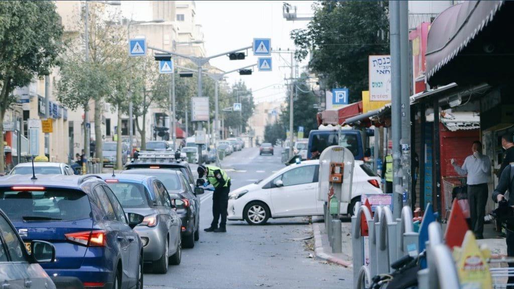 Blok posty politsii na vezdah v Bnej Brak