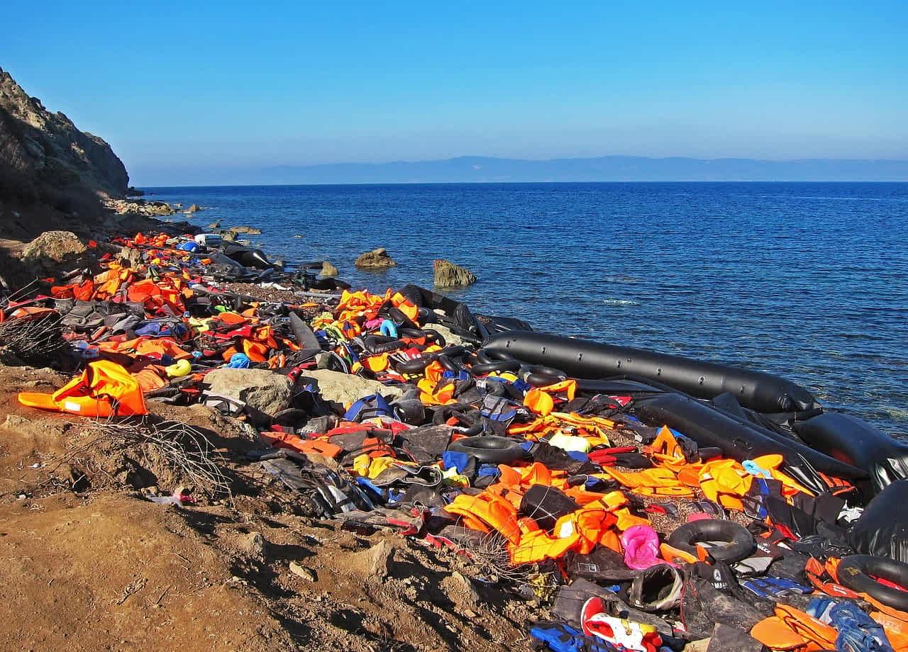 спасательные жилеты мигрантов фото