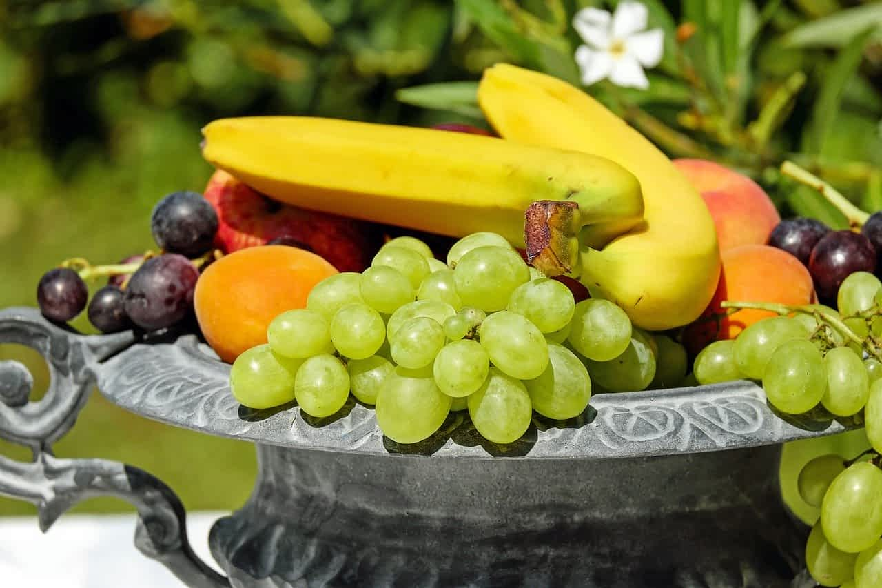 фрукты виноград бананы картинка