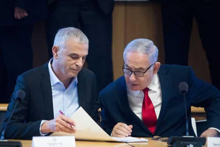 Glava Minfina Moshe Kahlon i premer ministr Binyamin Netaniyagu