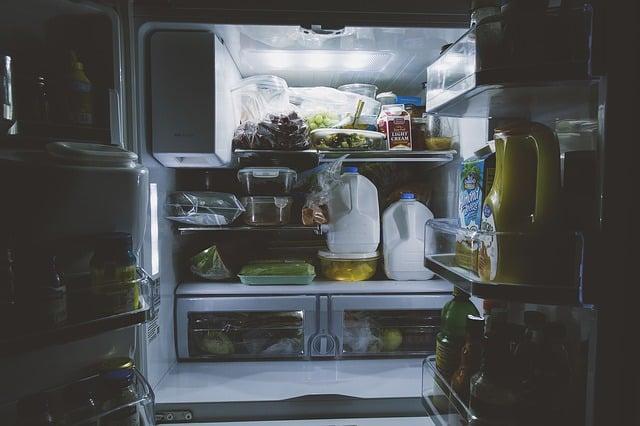 Холодильник открыт фото