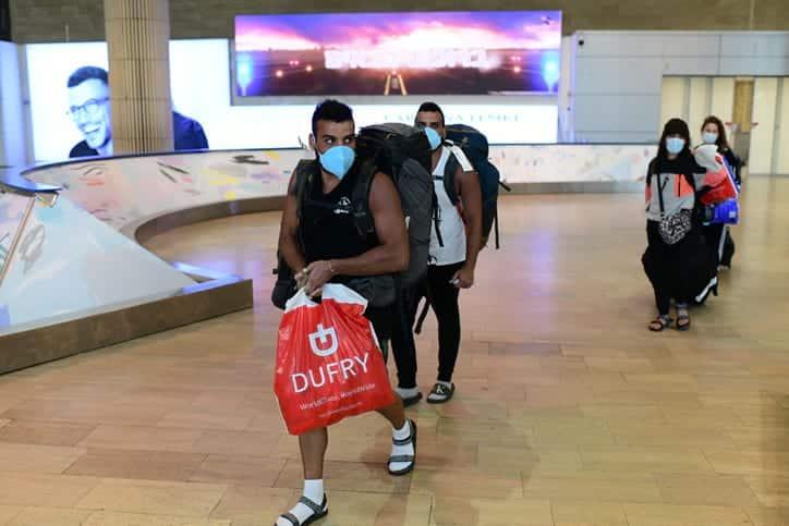 Izrailskie turisty v aeroportu Ben Gurion 1