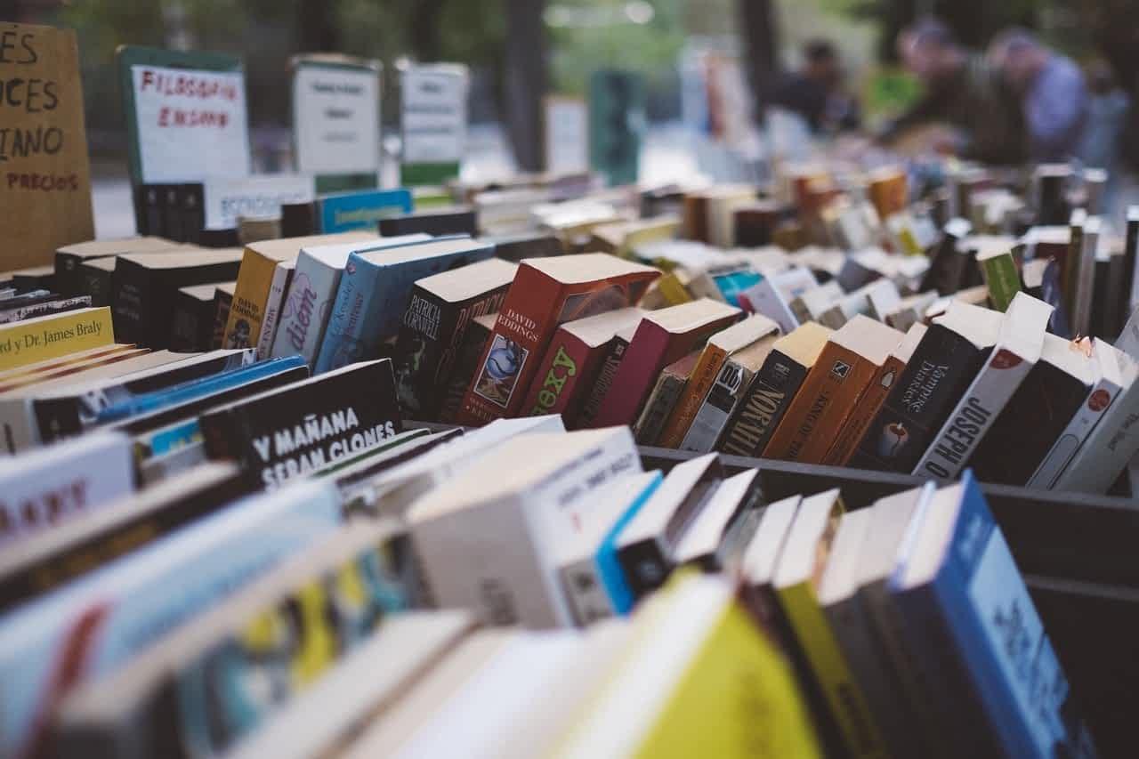Книжный магазин картинка