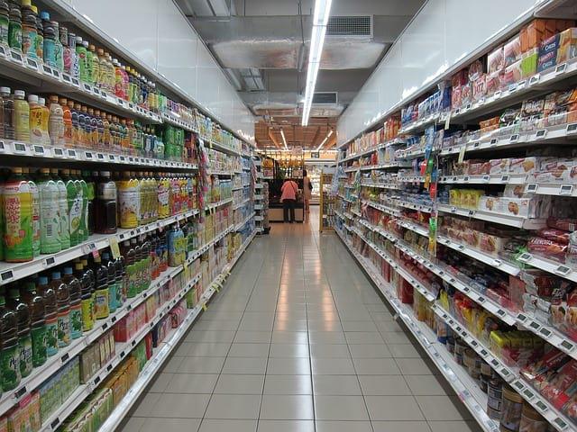 полки супермаркета фото