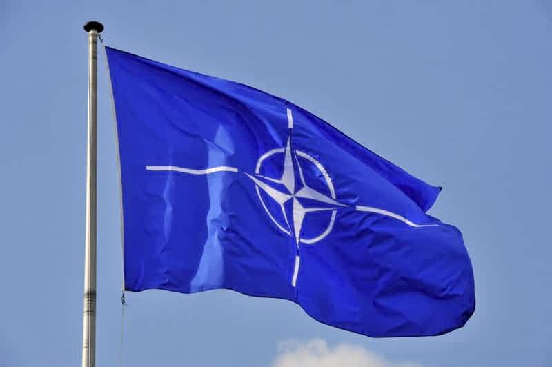 нато флаг фото