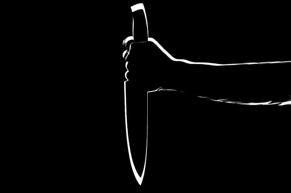 нож рука фото