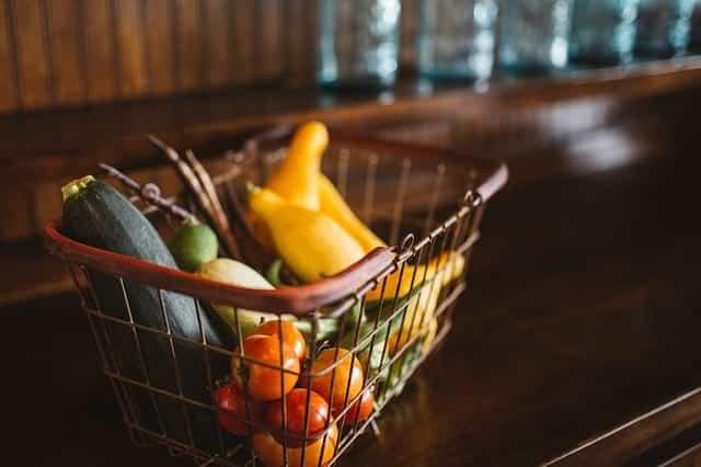 Овощи а корзине фото