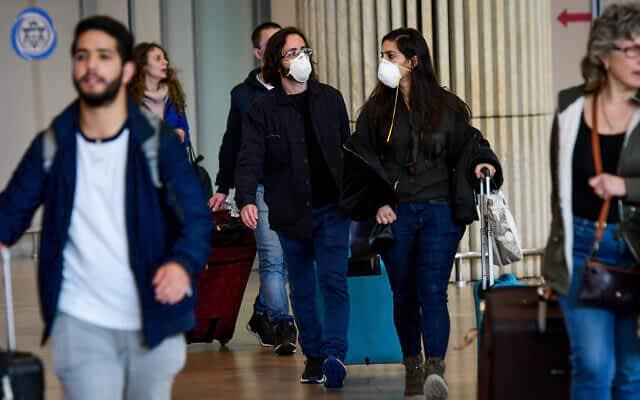 Пассажиры в аэропорту Бен-Гурион фото