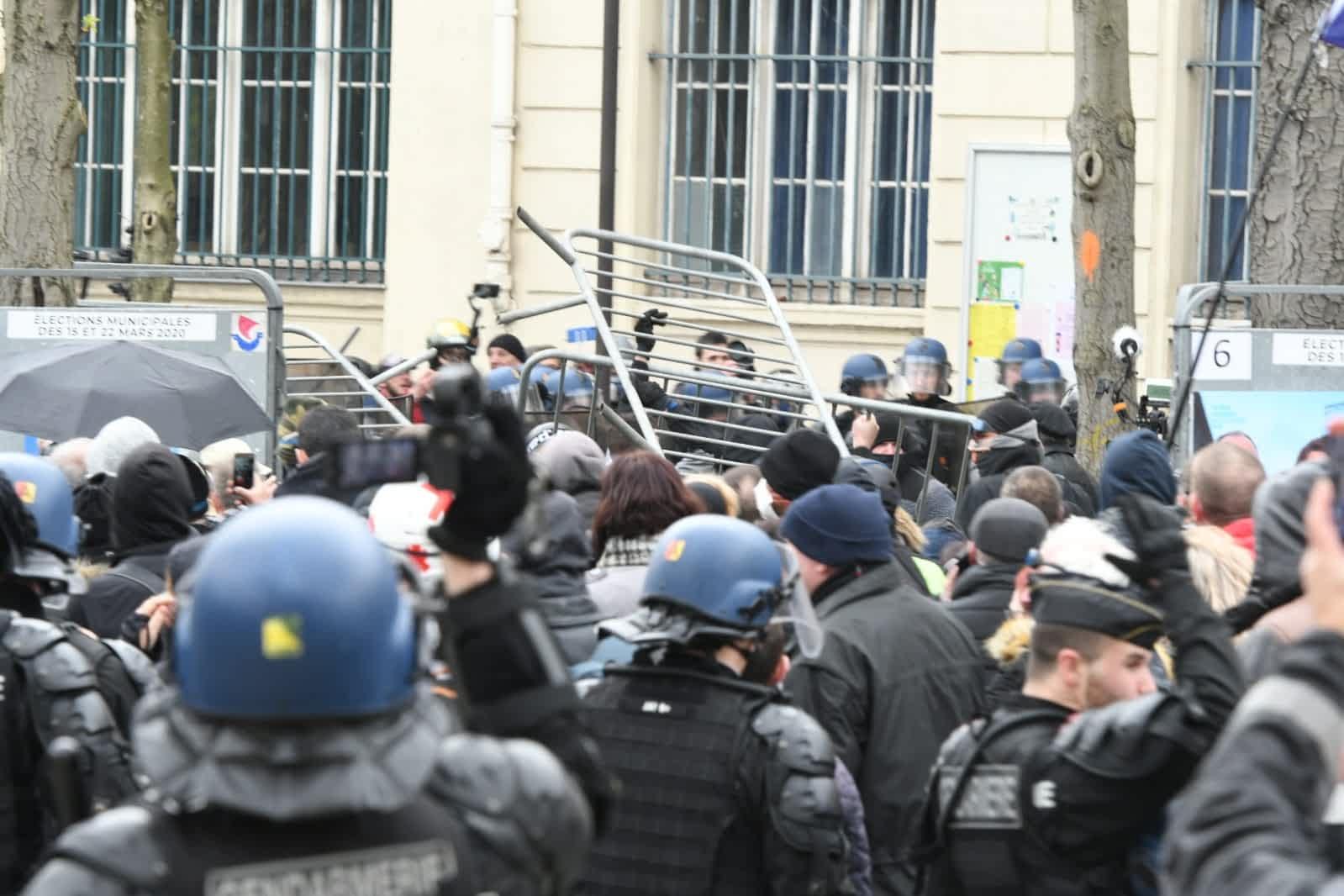 протесты париж фото