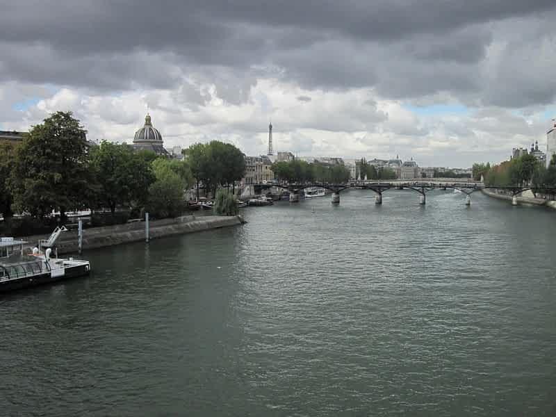 Париж и река Сена фото