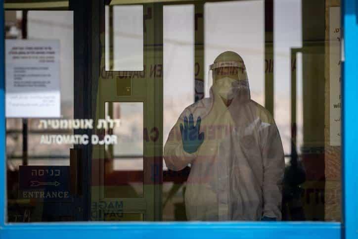 Sotrudnik odnoj iz izrailskih laboratorij
