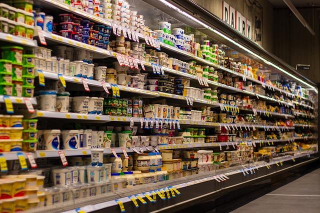 Специалисты назвали продукты, которые лучше не покупать в супермаркете