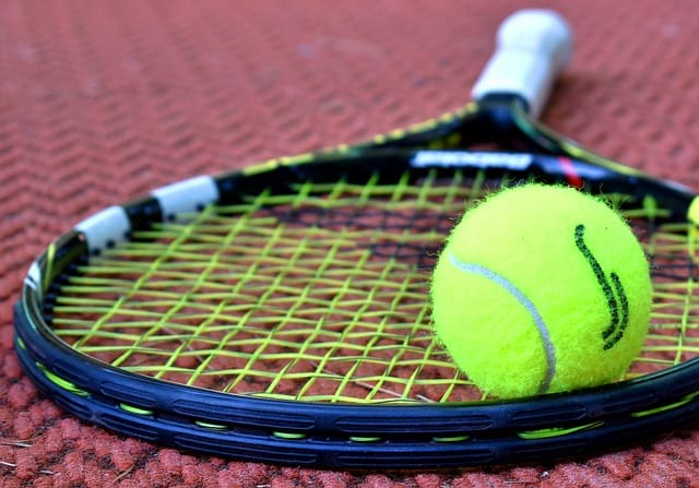 Теннис ракетка мяч фото