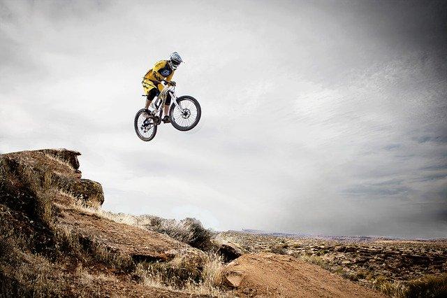 велосипед прыжок фото
