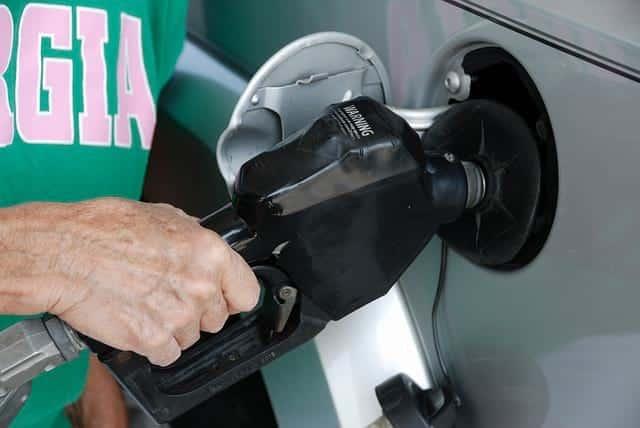 Водителям назвали три эффективных способа экономии топлива