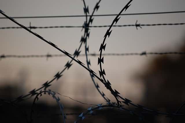 Тюрьма проволока фото