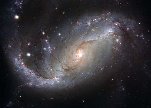 спиралевидная галактика космос фото