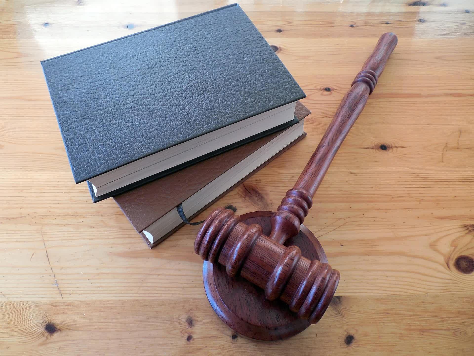 Судебный молоток суд Фемида изображение