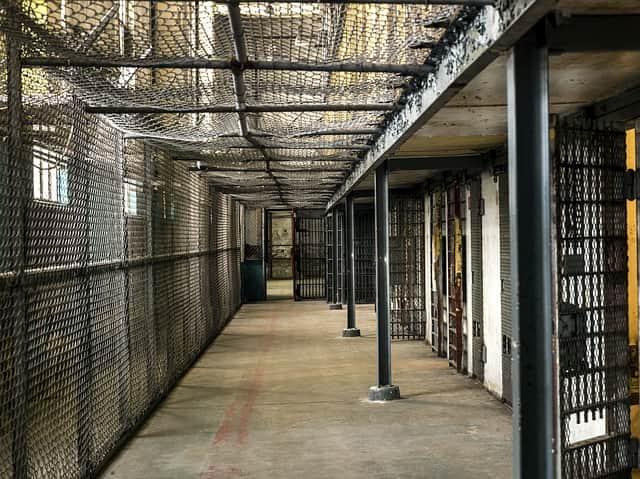 тюрьма камеры картинка