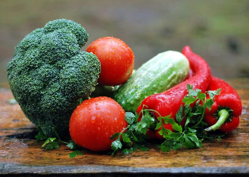 Овощи лежат на столе фото