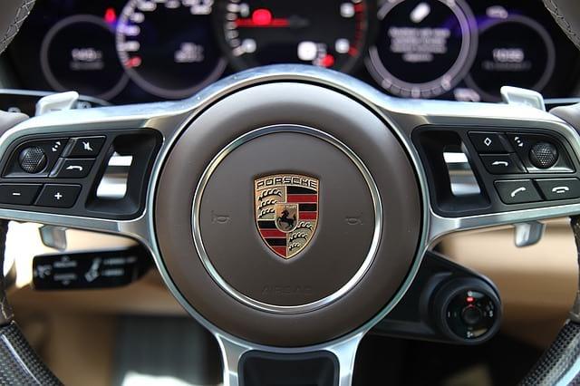 Авто Porsche руль фото