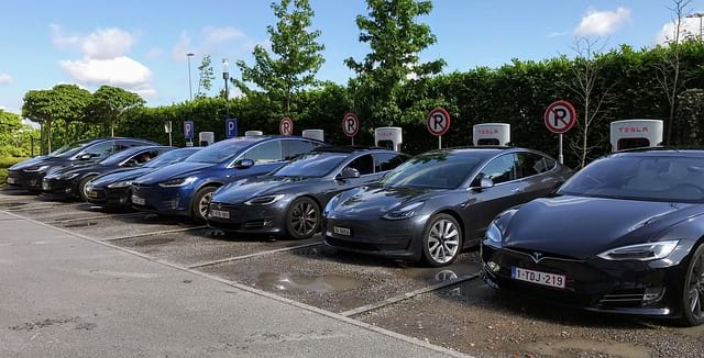 Авто Tesla картинка