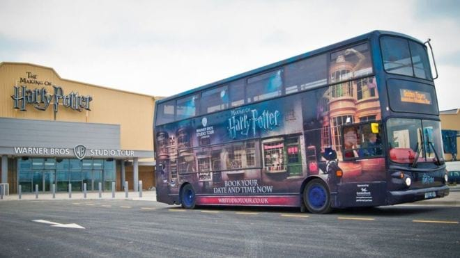 Avtobus iz muzeya Garri Pottera