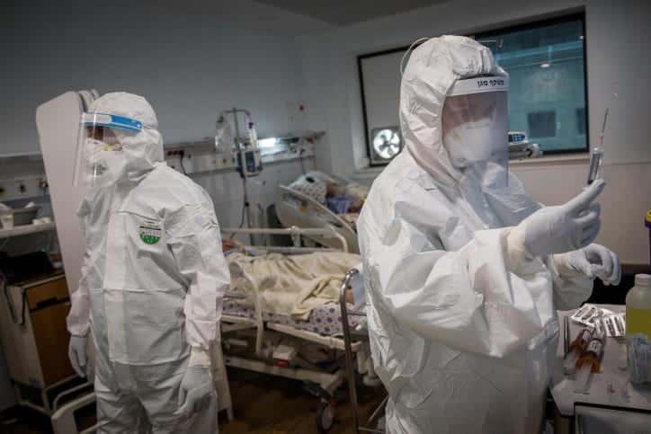 Brigada izrailskih medikov v palate bolnogo COVID 19