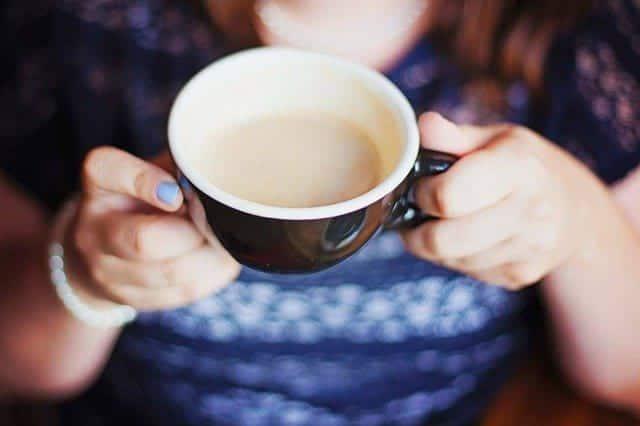 CHaj s molokom