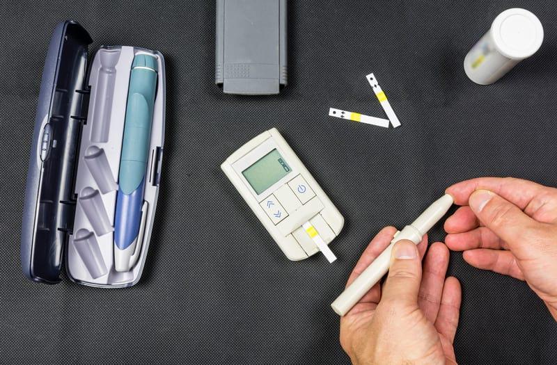 проверка сахара в крови фото