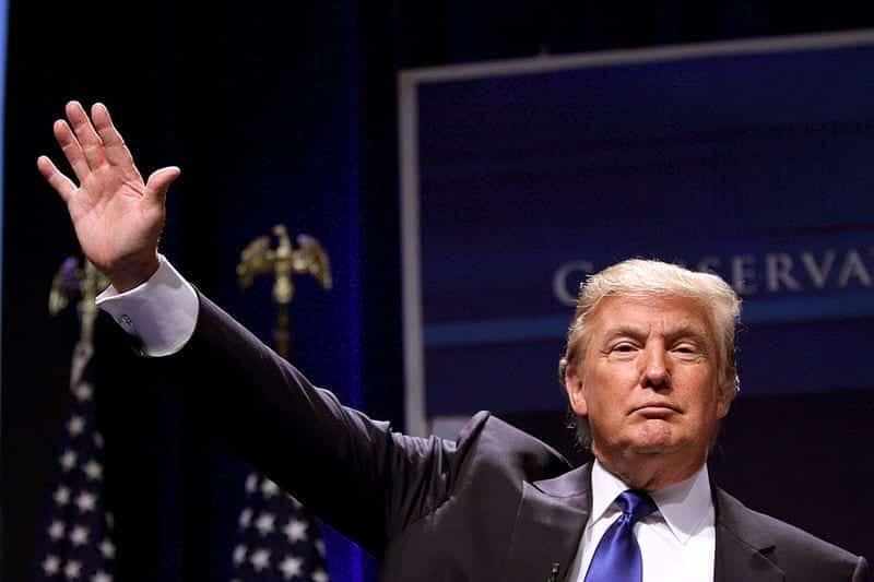 Дональд Трамп кривит лицо фото