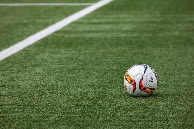 Футбольное поле мяч футбол фото
