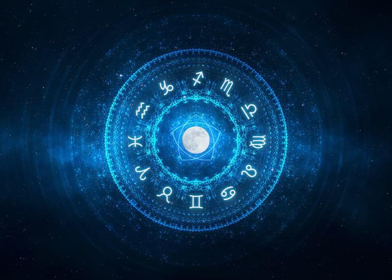 Астрологи назвали знаки Зодиака, которых защищают высшие силы