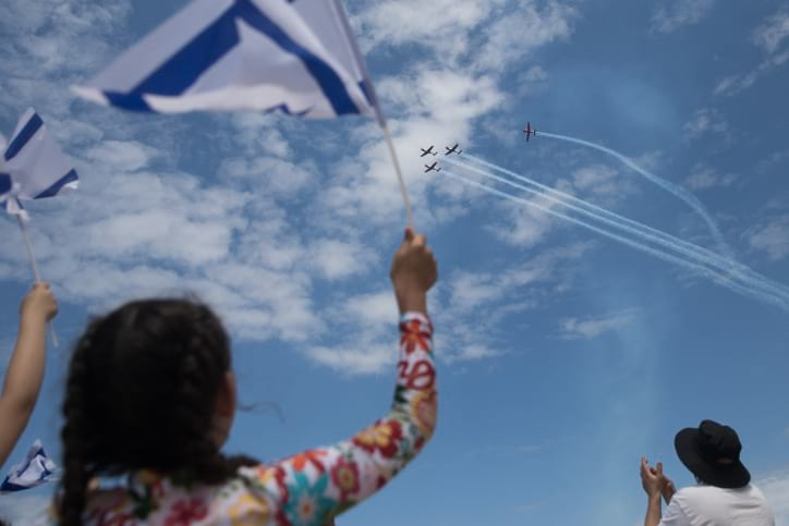 Izrailtyane v Tel Avive otmechayut Den Nezavisimosti