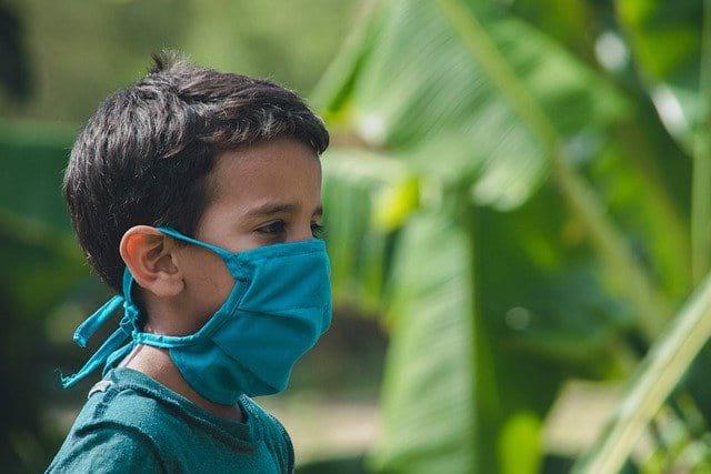 мальчик в маске фото