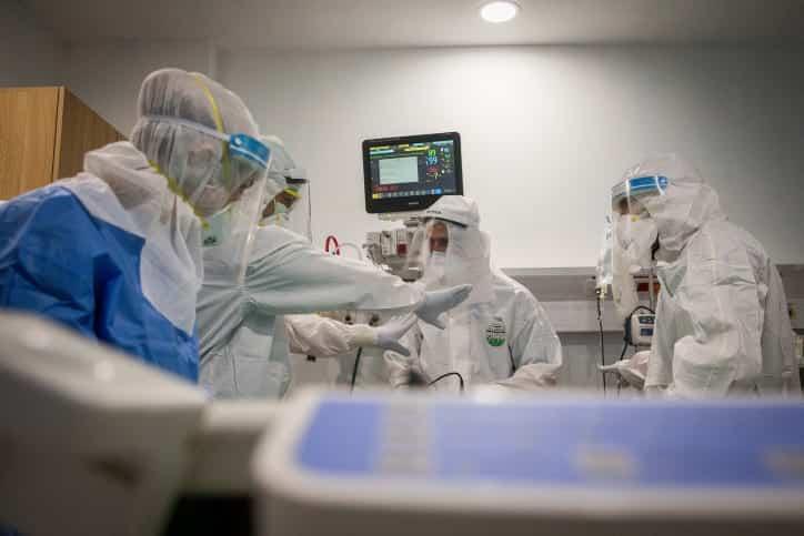 врачи клиника коронавирус фото