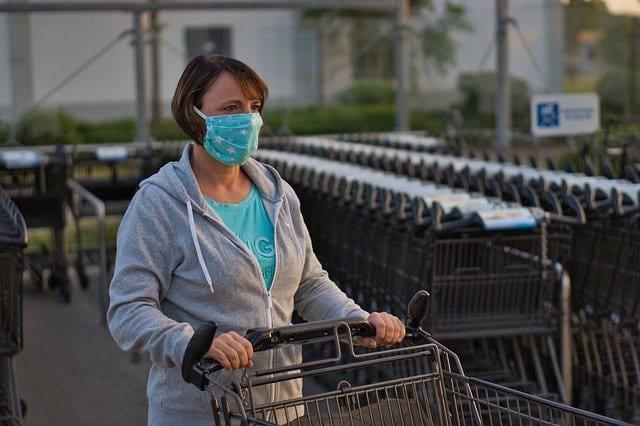 женщина маска коронавирус картинка