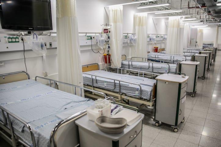 больничная палата на несколько коек фото