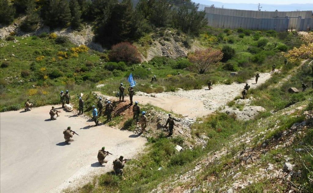 Миротворцы разделяют военных Израиля и Ливана фото